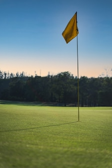 Campo de golfe no campo