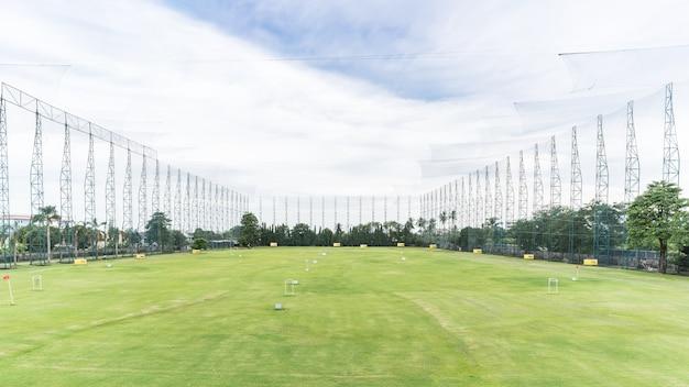 Campo de golfe putting green em bangkok, tailândia