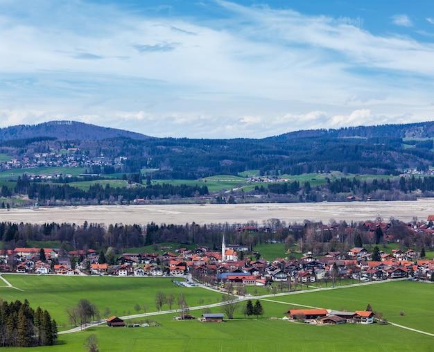 Campo e vila alemães Foto Premium