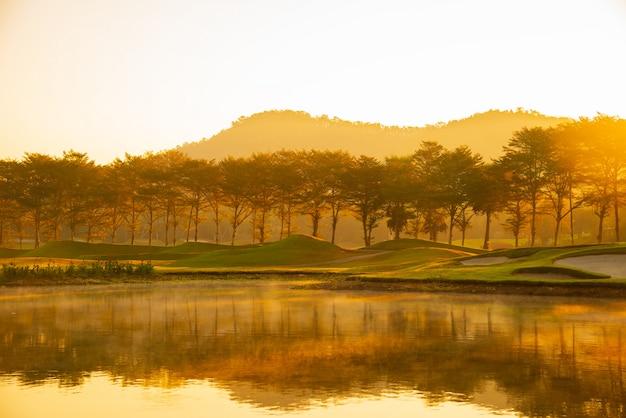 Campo golfe, em, manhã, pôr do sol