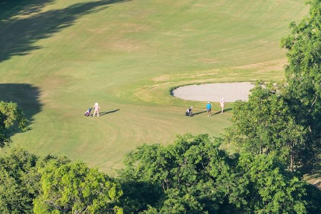 Campo golfe, em, vista aérea, com, grama, campo verde