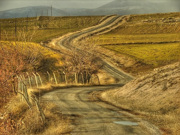 Campos paisagem das montanhas colinas estrada de fazenda ankara