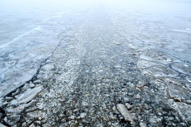 Canal criado por um quebra-gelo