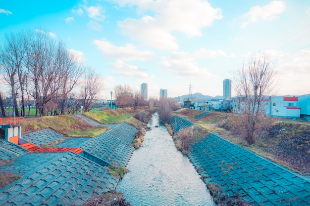 Canal de água da cidade