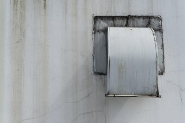 Canal de ar e sistema de ventilação da fábrica.