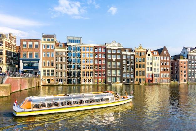 Canal, em, amsterdão, holanda, casas, rio amstel, marco, europeu velho, cidade, primavera, paisagem
