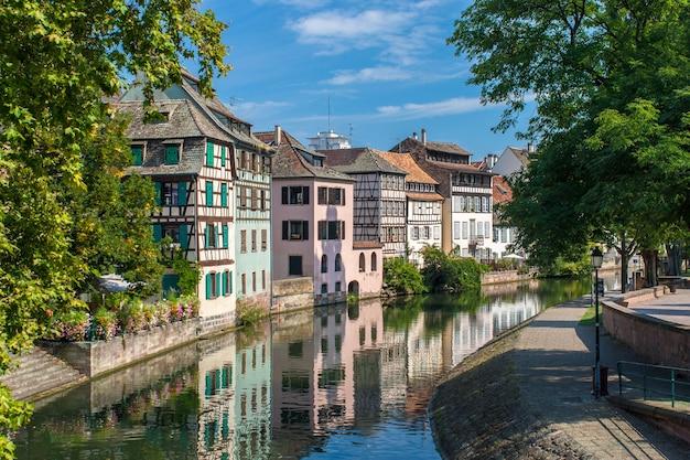 Canal na área petite france de estrasburgo