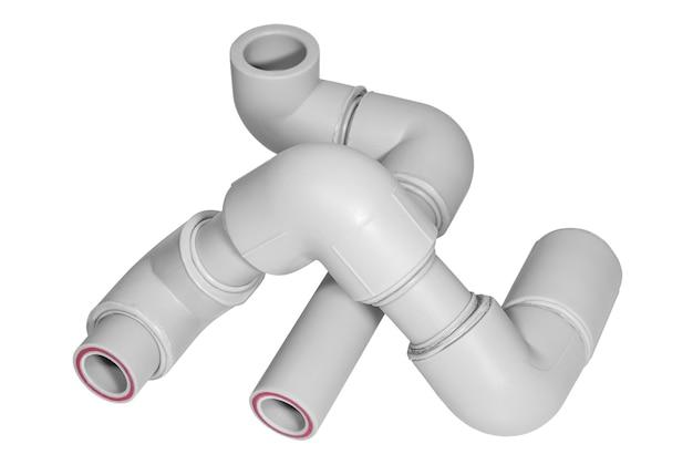 Canalizações de tubos de polipropileno com encaixes no fundo branco