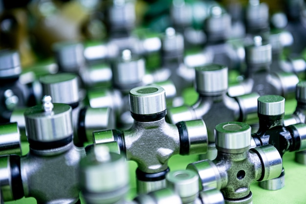 Canalizações e acessórios em fundo verde