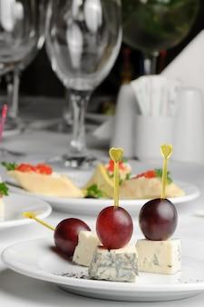 Canape com queijo roquefort