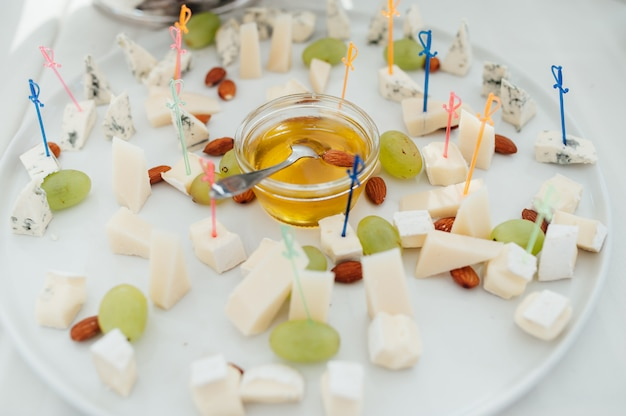 Canapés deliciosos com mel