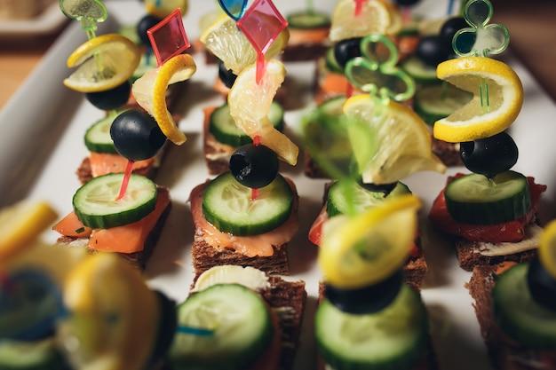 Canapés deliciosos como prato de evento