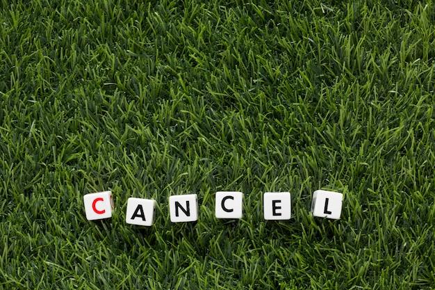Cancelar mensagem na grama com espaço de cópia