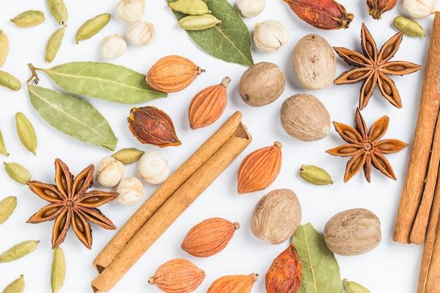 Canela com outras sementes