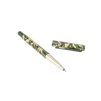 Caneta de padrão militar closeup, caneta bonita isolada no branco