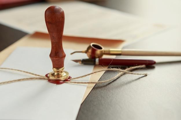 Caneta e carimbo públicos do tabelião em testamento e testamento. ferramentas de notário
