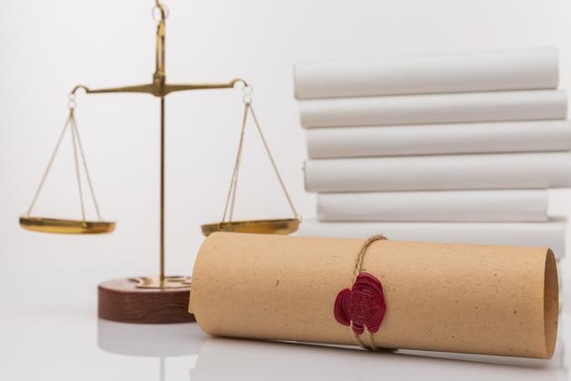 Caneta e carimbo públicos do tabelião em testamento e testamento. ferramentas do notário público.