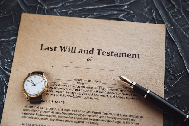 Caneta e carimbo públicos do tabelião em testamento e testamento. ferramentas notariais