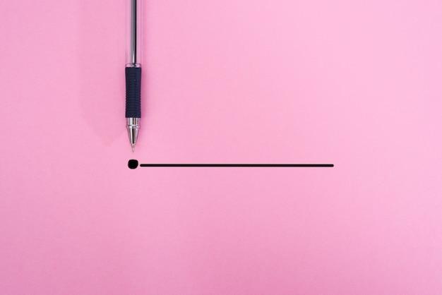 Caneta em preto com um contorno até o ponto final em um fundo rosa. conceito de ideia de inspiração de criatividade