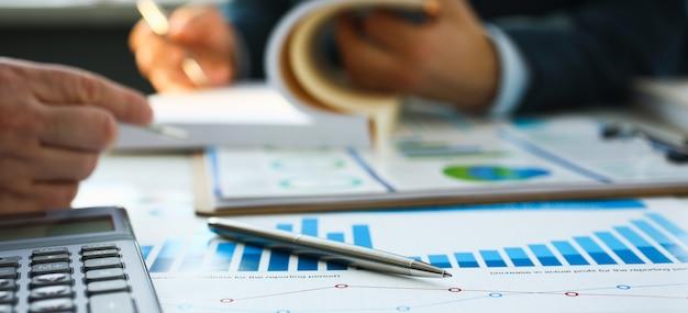 Caneta esferográfica de documentos de estatísticas financeiras