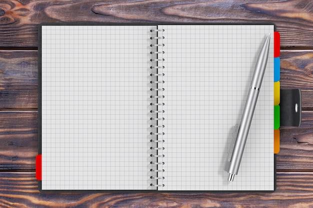 Caneta perto de couro preto coberto de diário pessoal ou livro organizador com páginas em branco para seu projeto sobre a mesa de madeira closeup extrema. renderização 3d