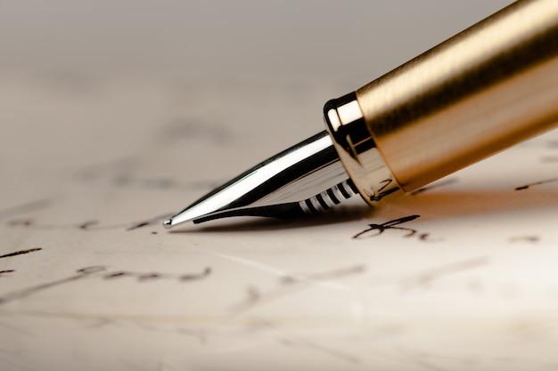Caneta-tinteiro e carta parker - close up
