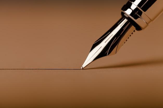 Caneta-tinteiro escrita à mão
