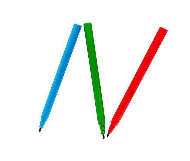 Canetas de feltro. canetas com ponta de feltro multicoloridas isoladas em um fundo branco. canetas marcadores coloridos. tubo de canetas hidrocor coloridas.
