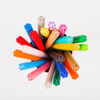 Canetas de feltro de cores diferentes