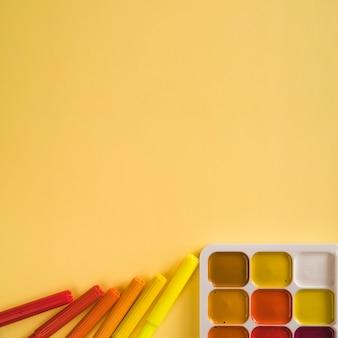 Canetas de feltro e tinta aquarela