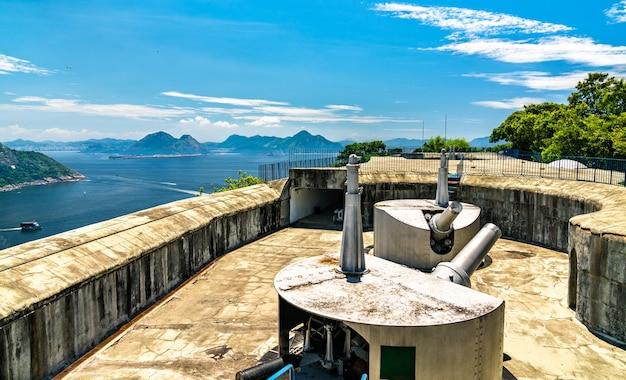 Canhões no forte vigia no rio de janeiro, brasil
