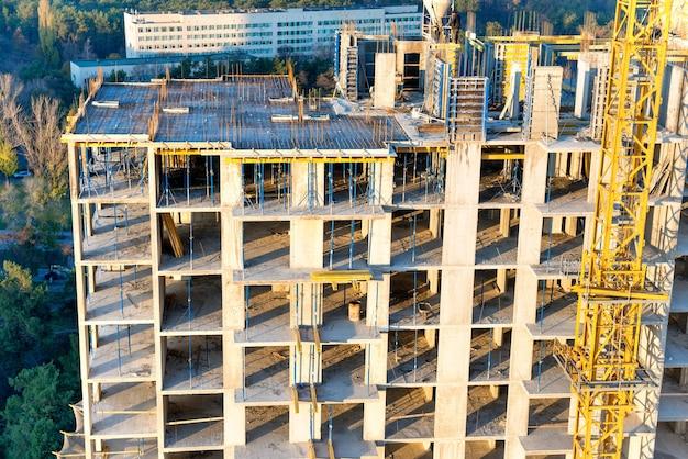 Canteiro de obras com blocos de concreto na indústria de construção