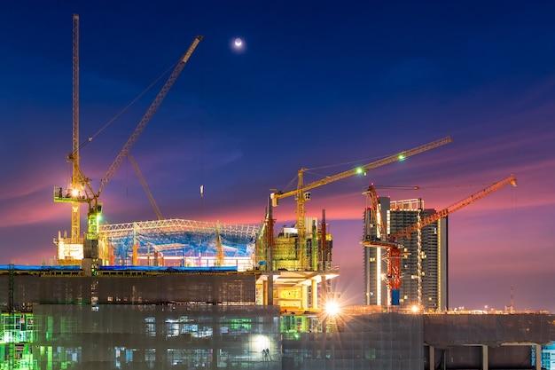 Canteiro de obras de construção de novo projeto de infraestrutura complexa