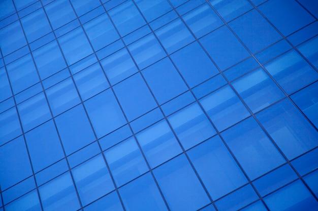 Canto com janelas do prédio de escritórios