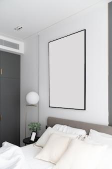 Canto do quarto decorado com moldura enorme em estilo moderno de luxo