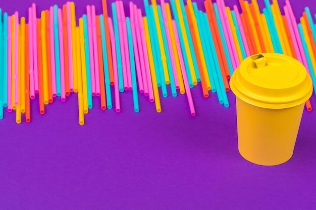Canudos coloridos para bebidas refrigerantes