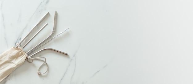 Canudos de aço inox para reaproveitamento e reduzem o uso de canudos de plástico. reduza o desperdício de plástico no meio ambiente.
