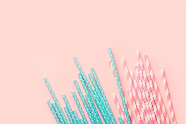 Canudos de papel rosa e azul