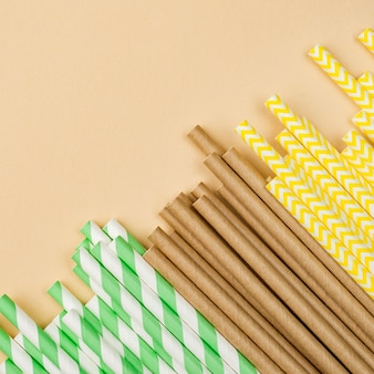 Canudos ecológicos de papel e bambu