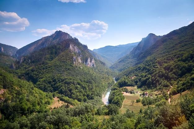 Canyon do rio tara em montenegro