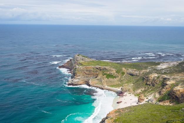 Capa contra a paisagem do mar