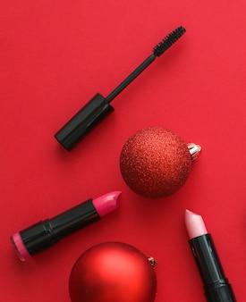 Capa de blog de moda de marca de cosméticos e conjunto de produtos de maquiagem e cosméticos de conceito de glamour feminino para marca de beleza promoção de venda de natal fundo plano de luxo vermelho como design de férias
