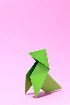 Capa de livro de pássaro de papel verde