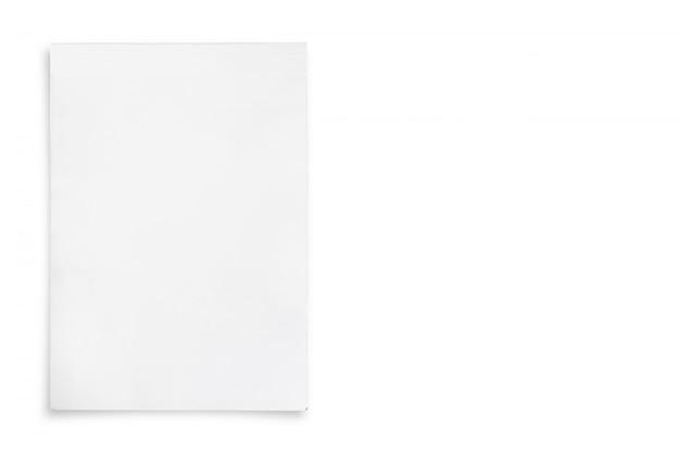 Capa de papel branco isolada no fundo branco.