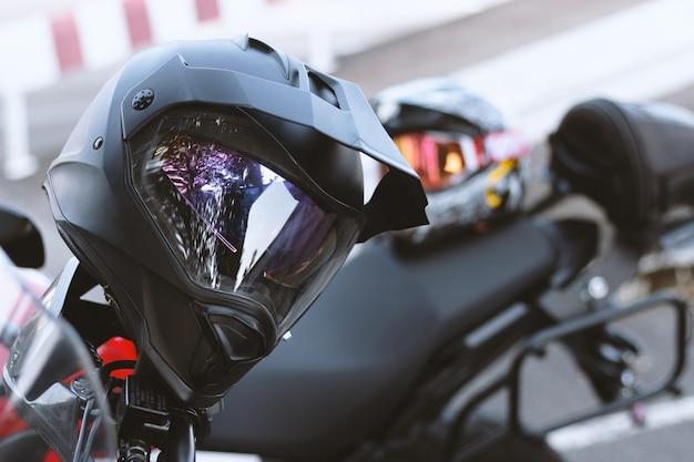 Capacete closeup em bigbike com foco suave