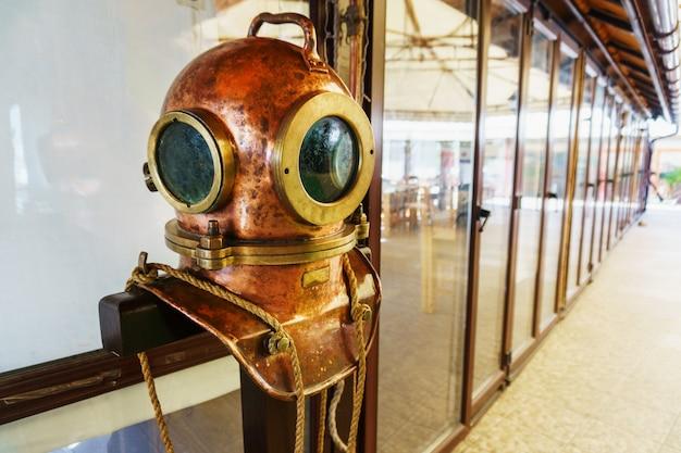 Capacete de mergulho vintage. capacete de mergulho soviético vintage de 3 parafusos 1960.