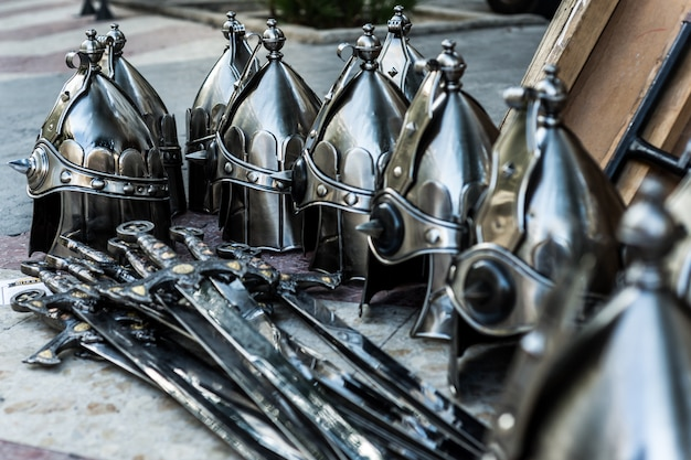 Capacete de prata espada