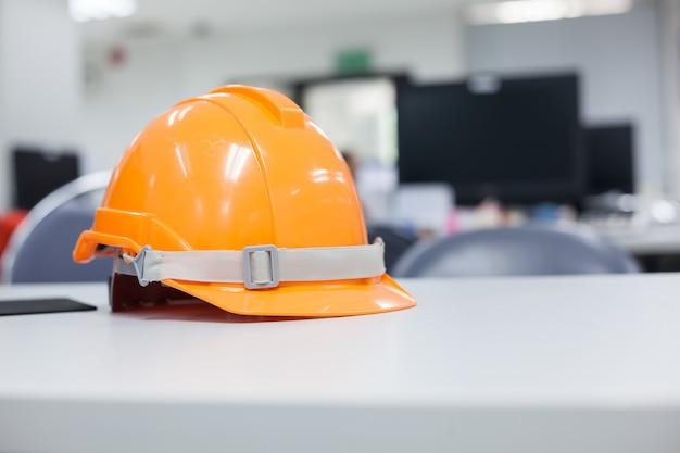 Capacete de segurança usado na indústria.