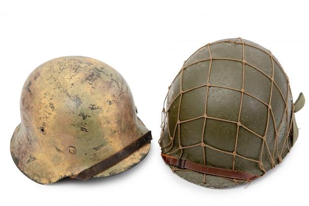 Capacetes militares americanos e alemães da segunda guerra mundial, batalha da normandia 1944