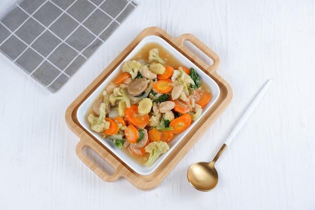 Capcai ou capcay é o nome de um prato típico chinês-indonésio na forma de muitos tipos de vegetais cozidos fervendo ou salteando. capcai era originalmente uma variação de um prato típico de fujian